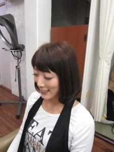 伸ばし中の髪・・・毛先1カールでイメチェンっ。
