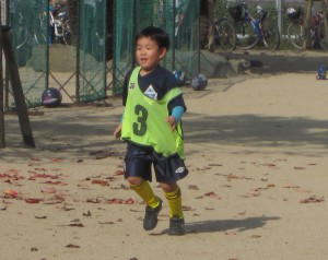 サッカー始めました。